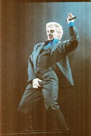 "Barry Manilow in 2004 doing a MJ imitation during ""Copacabana"""